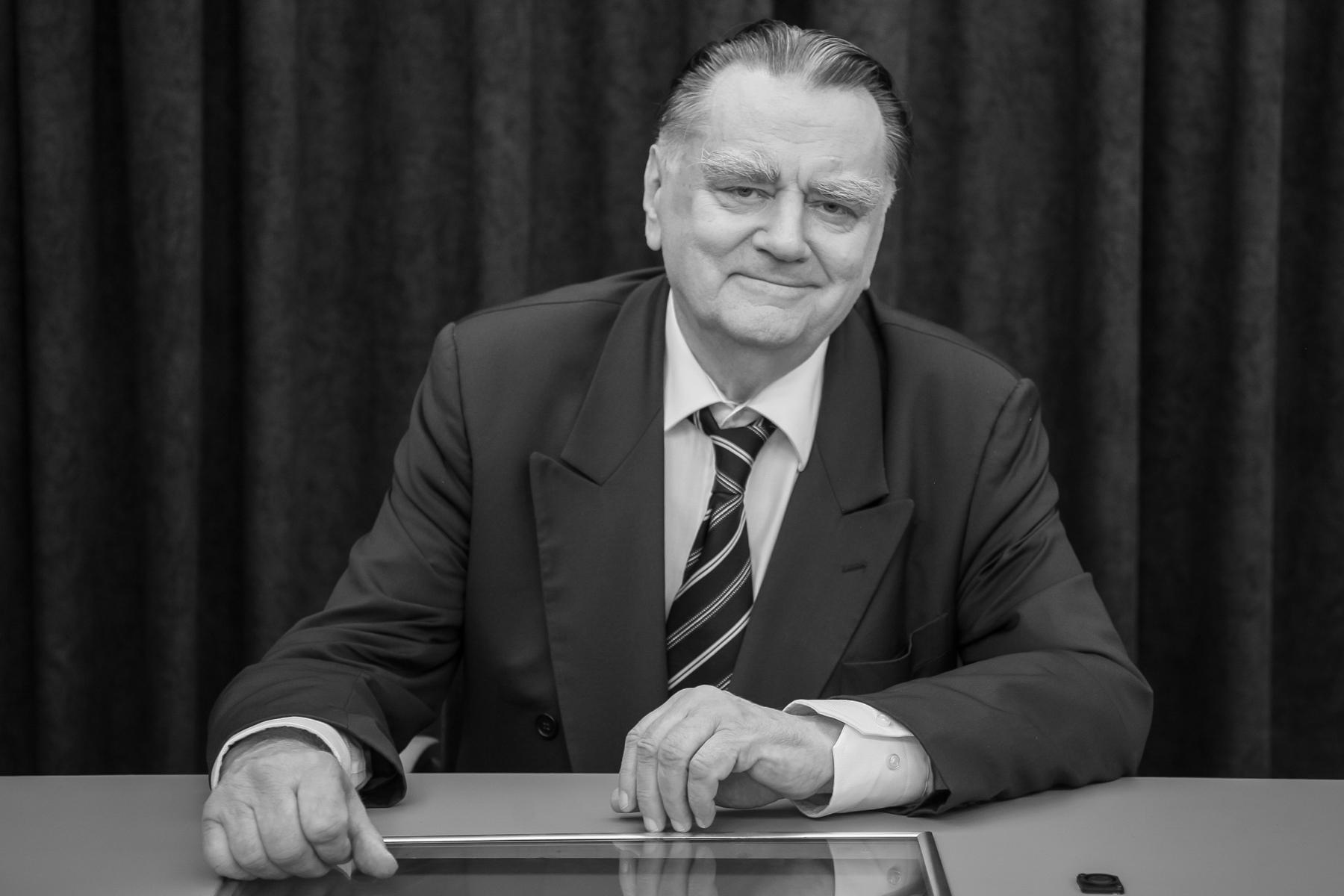 Ilustracja do informacji: Żałoba narodowa po śmierci premiera J. Olszewskiego
