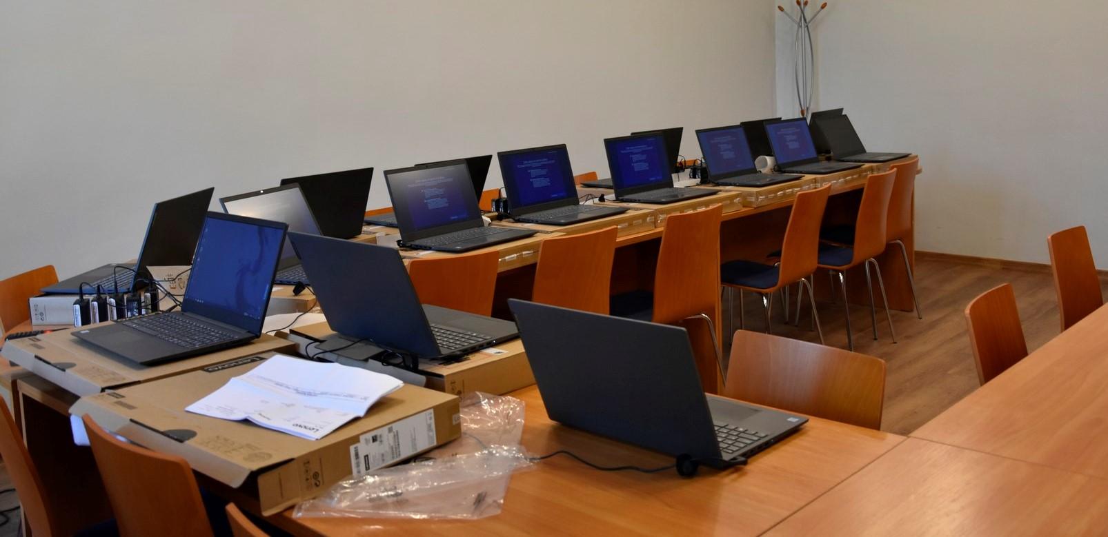 Ilustracja do informacji: Kolejne laptopy trafiły do szkół