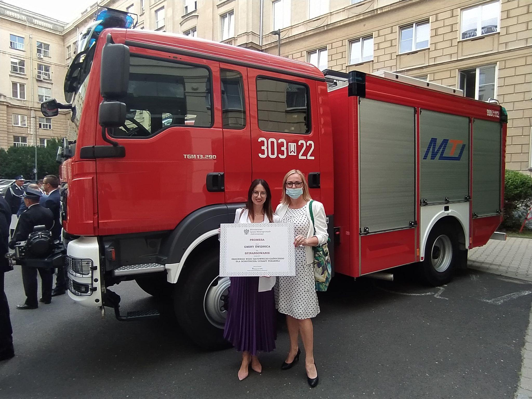Ilustracja do informacji: Promesa na wóz strażacki odebrana