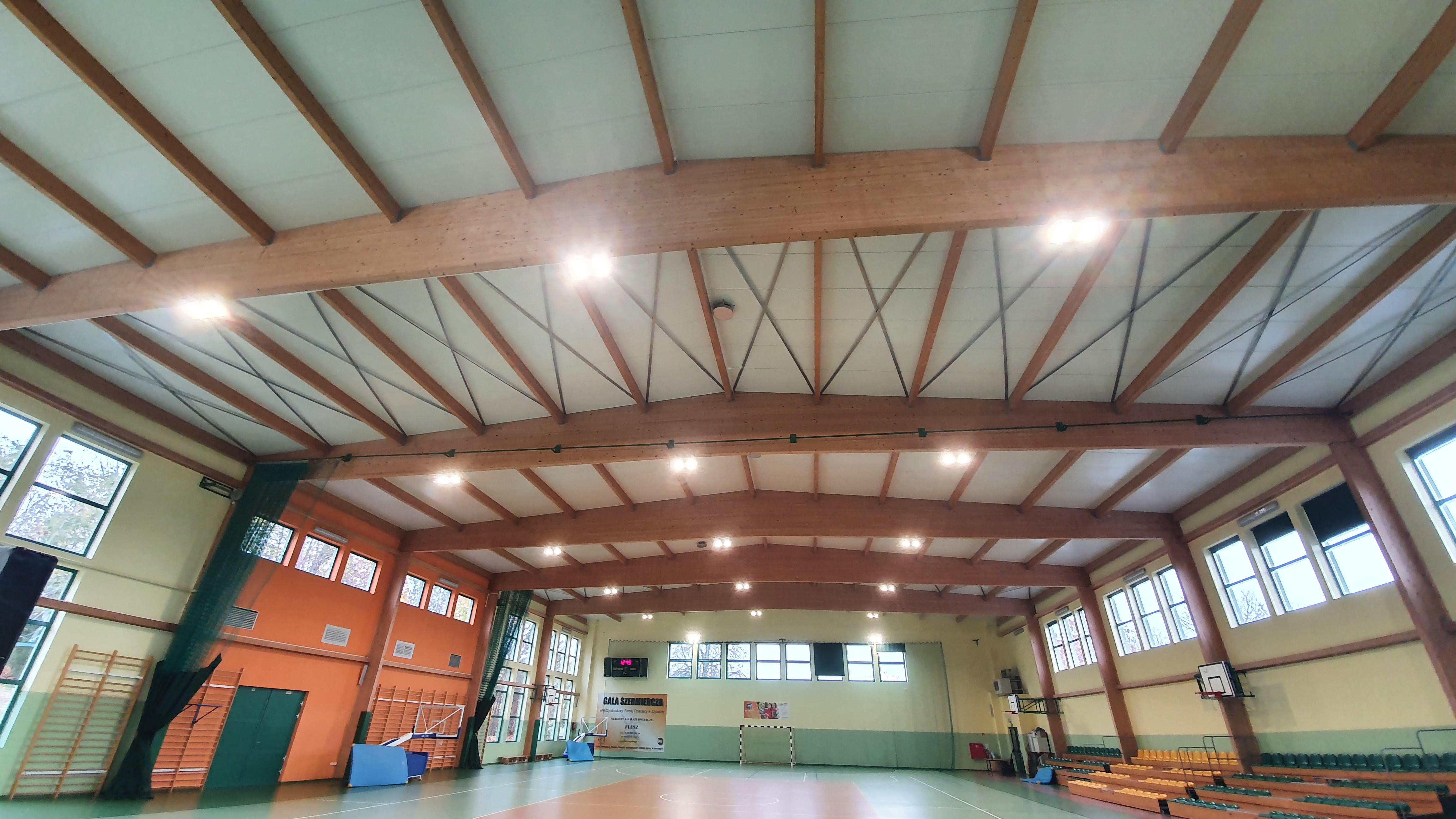 Ilustracja do informacji: Nowe oświetlenie w hali sportowej