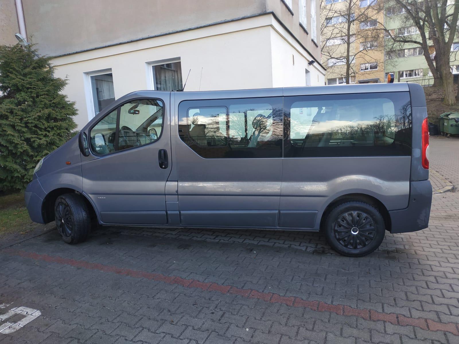 szary bus